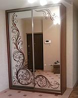 Шкаф купе с рисунком на зеркале