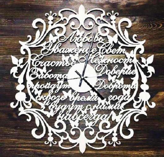 """Часы  """"Фамильные  """" из дерева ."""