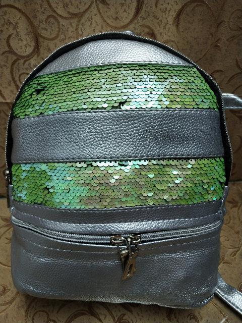 Женский рюкзак серебристый пайетки салатовые