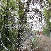 Колючая проволока Гюрза 450/3 спиральное заграждение