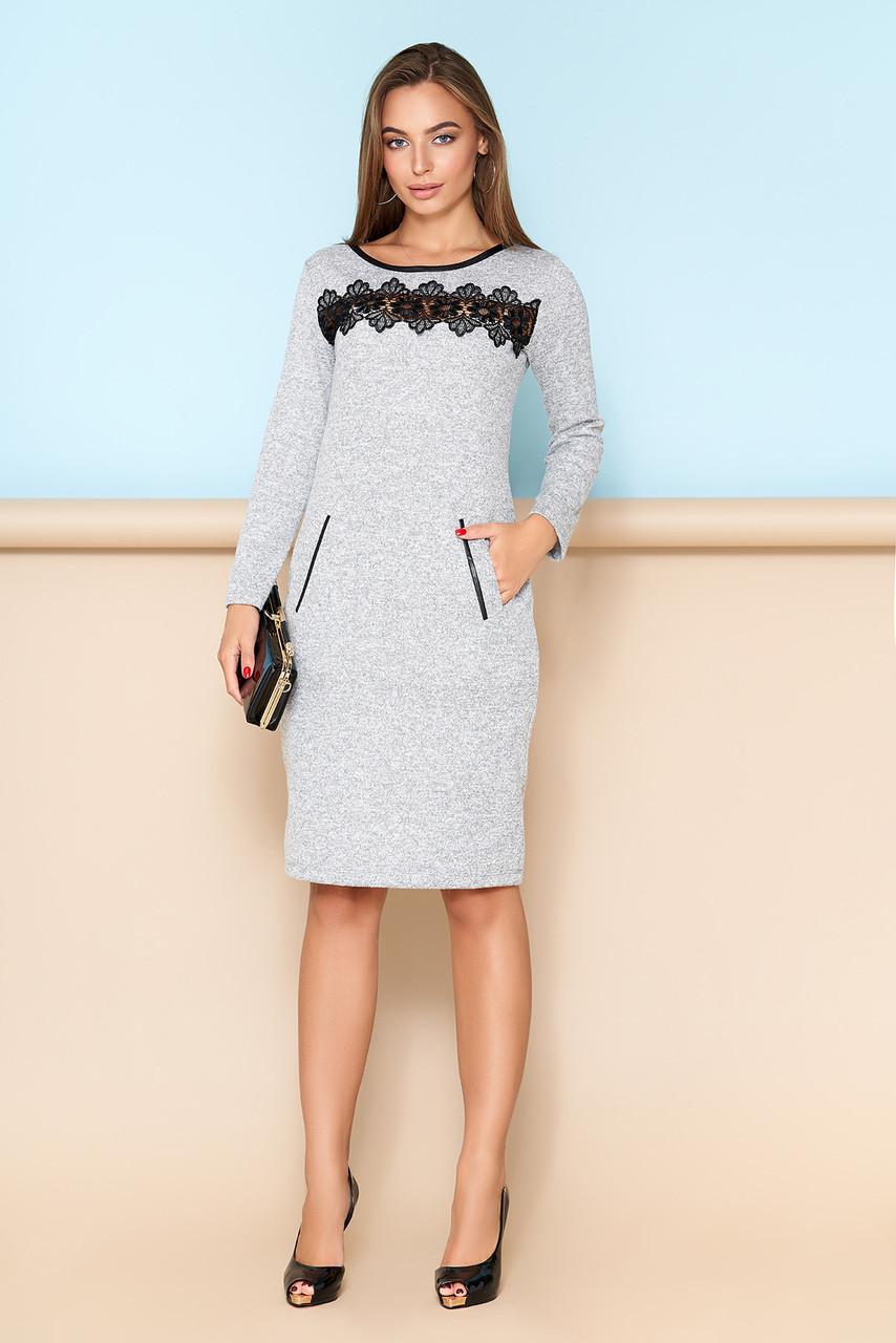 Элегантное платье с кружевной отделкой серое