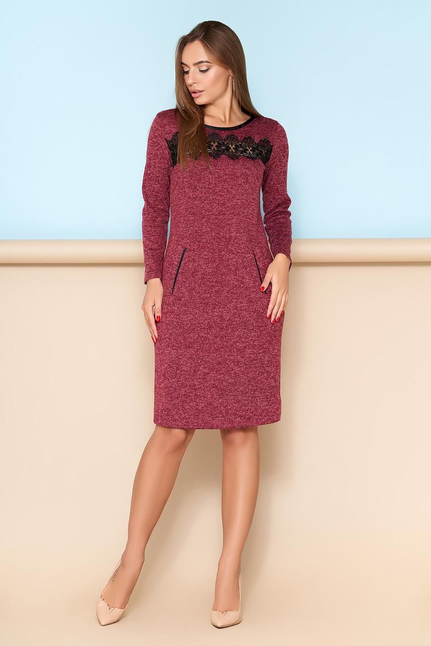 Элегантное платье с кружевной отделкой бордо