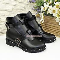 Ботинки кожаные зимние на низком ходу, декорированы ремешками
