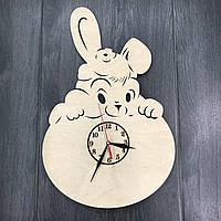 Деревянные часы в детскую Зайка