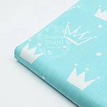 """Ткань хлопковая """"Нарисованные короны"""" белые на светло-бирюзовом (№1563а), фото 6"""