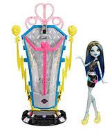 Monster High Freaky Fusion комната перезарядки Френки Штейн