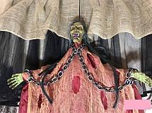 Баба-яга с цепями с криком и движущимися руками Halloween Разные Цвета 95 см, фото 3