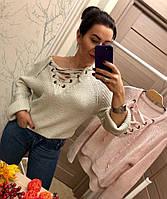 Модный свитер декорированный эффектной шнуровкой