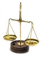 Весы бронзовые на деревянной подставке 10 гр