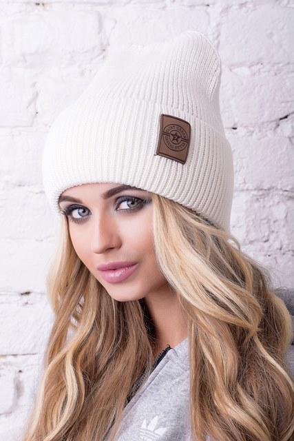 Модная женская шапка Челси молочная