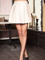 Короткая кожаная пышная юбка со встречными складками бежевого цвета