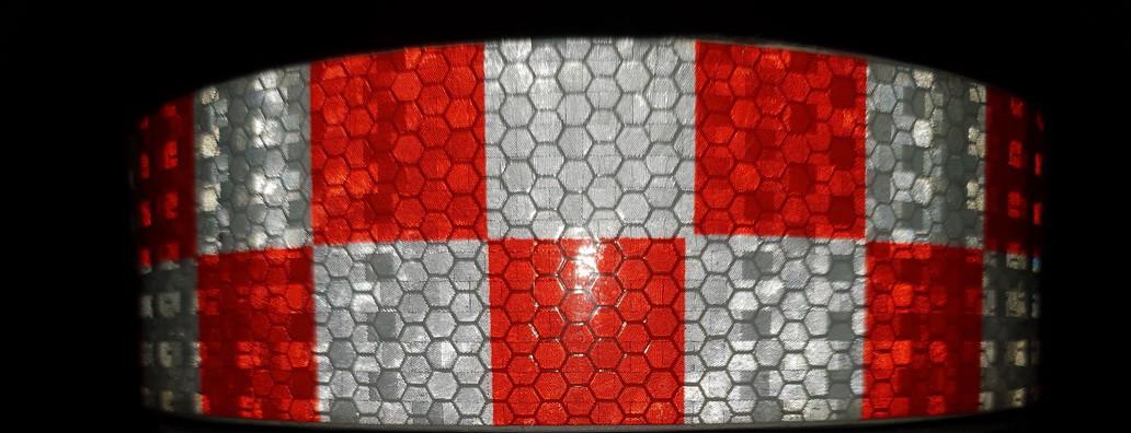 Світловідбиваюча самоклеюча кубики ЧЕРВОНО-БІЛА стрічка 5х100 см