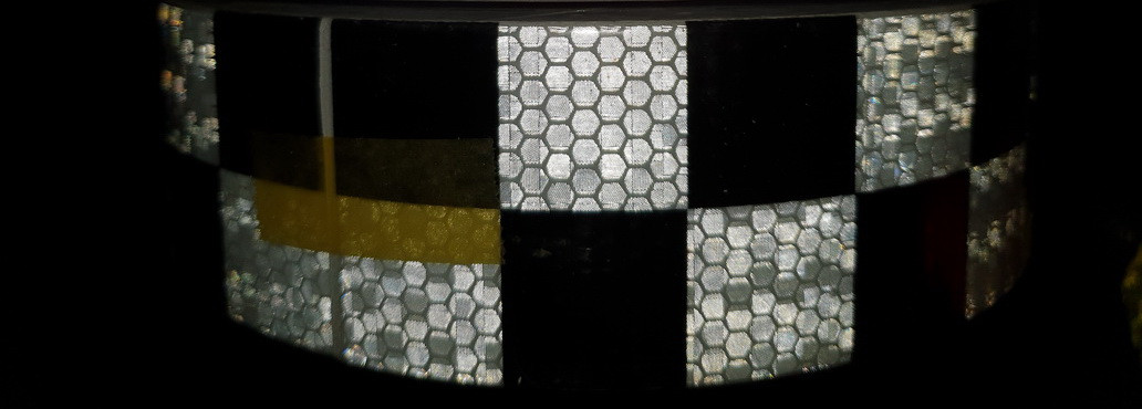 Светоотражающая самоклеющаяся кубики ЧЕРНО-БЕЛАЯ лента 5х100 см