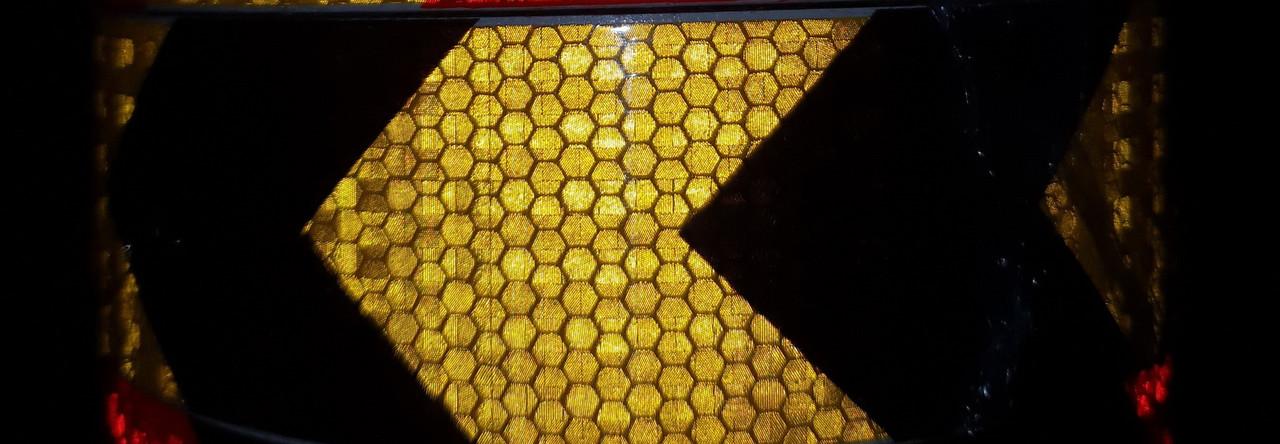 Світловідбиваюча самоклеюча стріла ЧОРНО-ЖОВТА стрічка 5х100 см