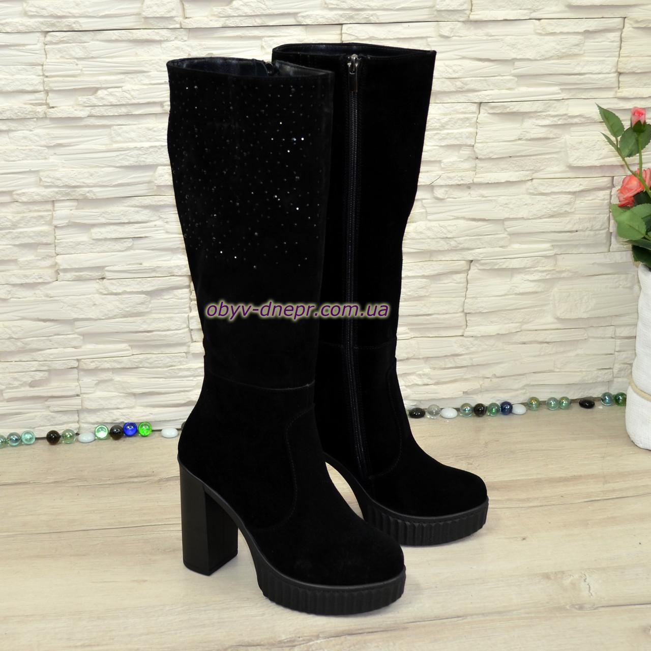 Сапоги демисезонные замшевые черные на высоком каблуке, декорированы накаткой камней