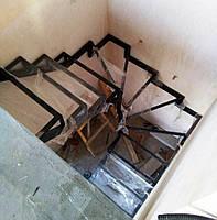 Универсальный П-образный каркас лестницы с забежными ступенями, фото 1