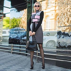 Вязаное женские платье Кубик графит и розовый