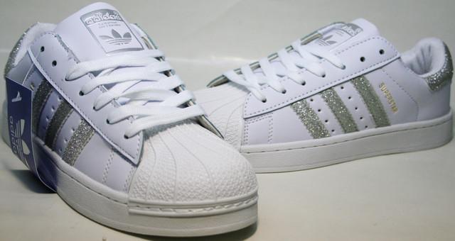 White Silver R реплика - современное видение модели Adidas Superstar, что стали легендой. С момента издания в 1969 году превратились в культ. Изначально сделали для игры в баскетбол.