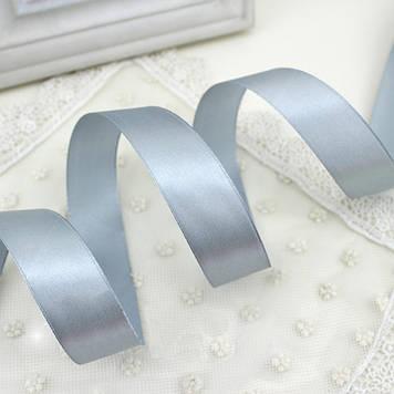 Лента атласная 3165 серебристая 12 мм