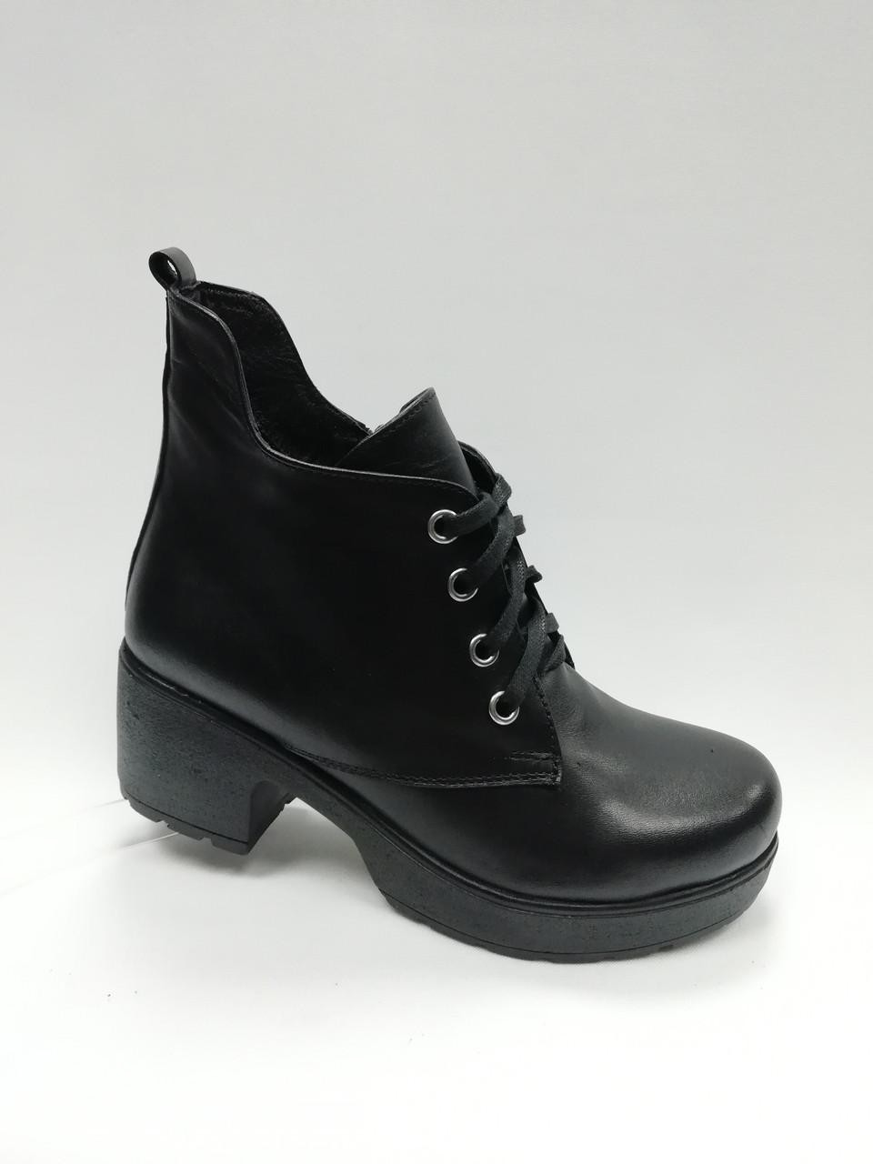 Кожаные черные ботиночки на каблуке.Турция. Маленькие размеры ( 33 - 35 )
