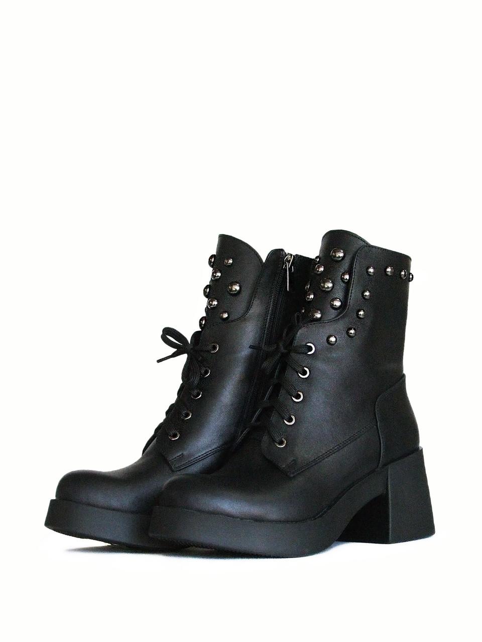 Стильные кожаные ботинки на шнурках