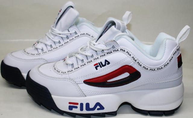 """Fila Disruptor 2 white black/red/blue это """"последний писк"""", верный выбор в плане удобства. Белые кроссовки ярко выглядят, способны подарить комфорт и самовыражение."""