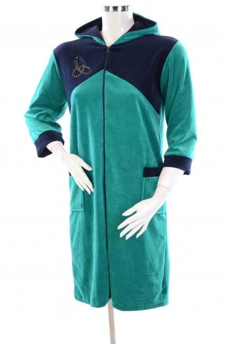 Халат женский велюровый с капюшоном и карманами зеленый