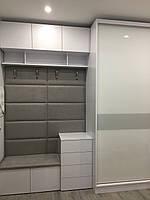 Шкаф купе в прихожую с мягкой вешалкой Zola с покраской на стекле, профиль белый глянець V126, фото 1
