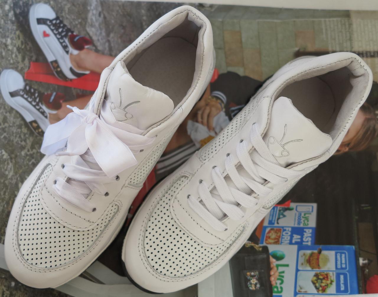 Mante весняні білі шкіряні жіночі кросівки натуральна шкіра замша  перфорація кеди мокасини f3c89797881ca