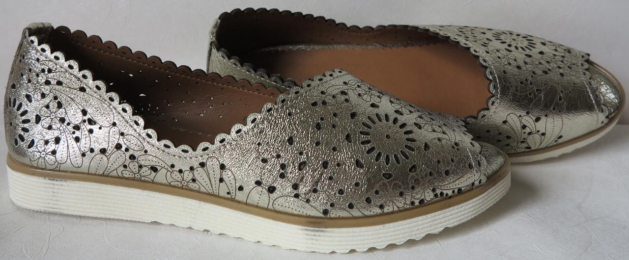 660923d091942e Жіночі шкіряні літні туфлі з перфорацією в стилі Valentino балетки світле  золото в стилі Валентино репліка
