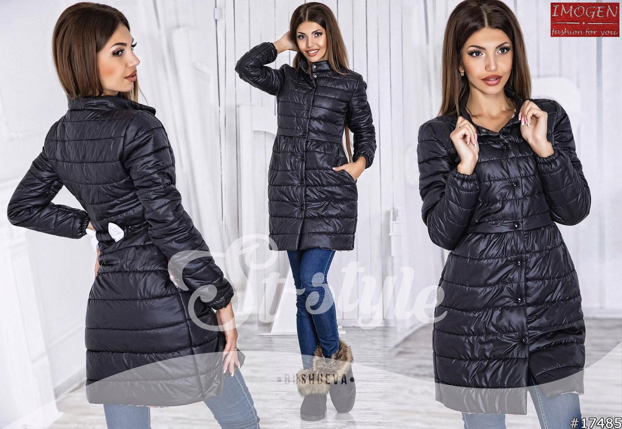 Молодежное осеннее стеганное пальто женское из плащевки на кнопках и с бантиком на спинке