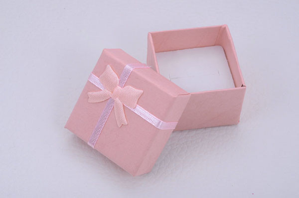 Подарочная коробка для ювелирных изделий