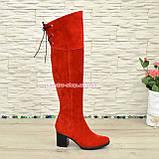 Зимние замшевые красные ботфорты на устойчивом каблуке, фото 4