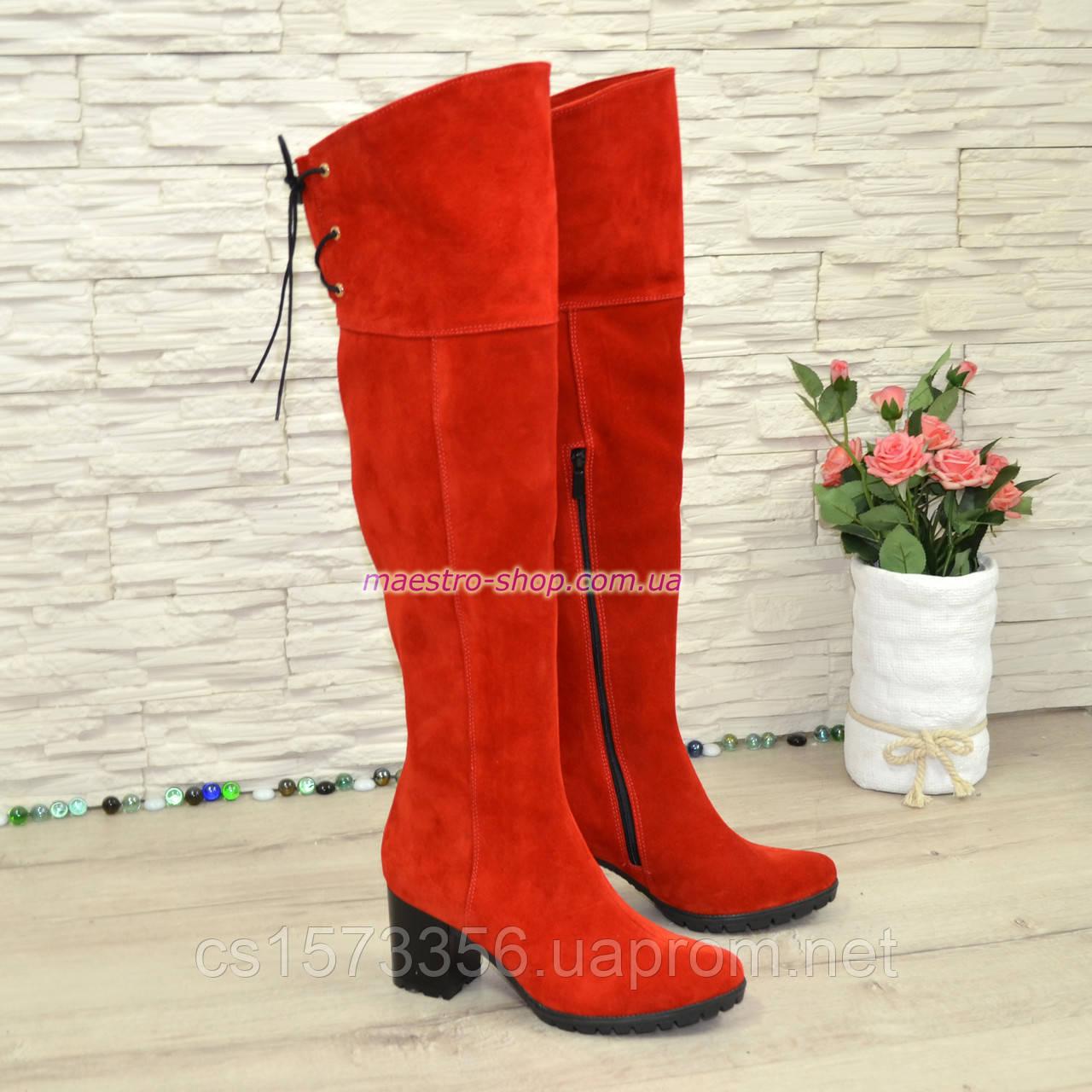 Зимние замшевые красные ботфорты на устойчивом каблуке