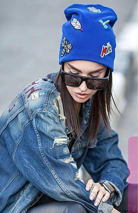 Женская шапка из ангоры с разными нашивками цвет электрик, фото 2