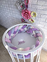 Бортик косичка в круглую кроватку сиреневый, серый, белый, розовый