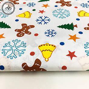 """Польская хлопковая ткань """"снежинки, колокола, елки, звезды цветные на белом фоне"""", фото 2"""