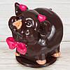 """Шоколадная фигура """"Свинка Девочка"""" (черная) КЛАССИЧЕСКОЕ сырье. Размер:110х80х90мм, вес 580г"""