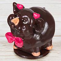 """Шоколадная фигура """"Свинка Девочка"""" (черная) КЛАССИЧЕСКОЕ сырье. Размер:110х80х90мм, вес 580г, фото 1"""