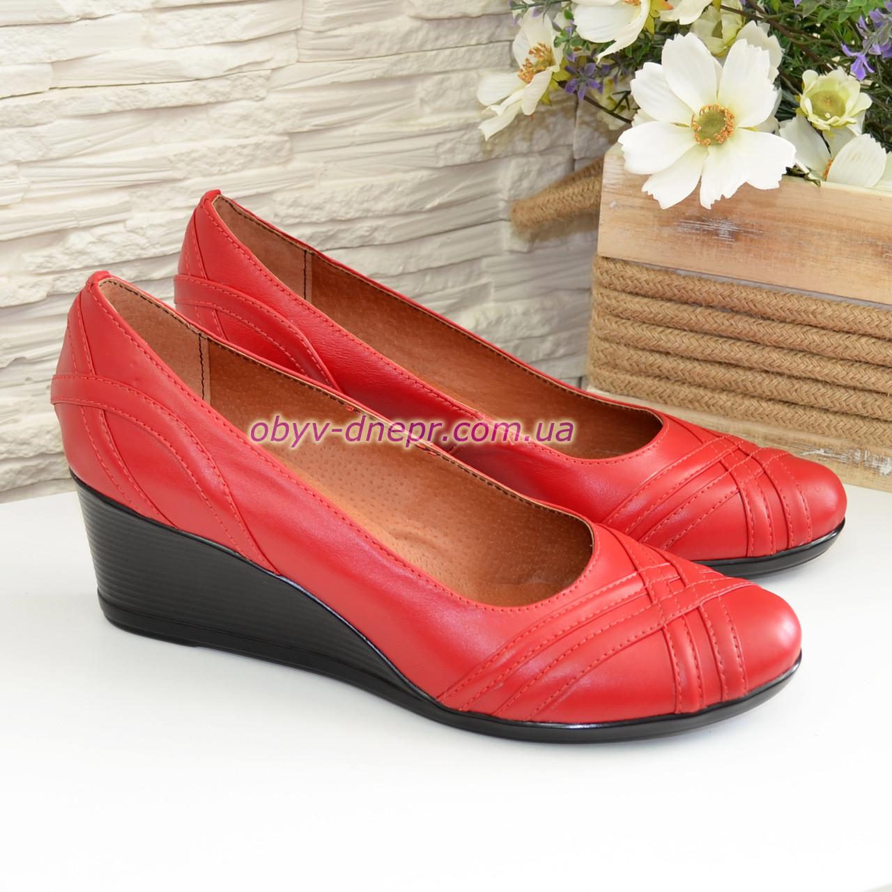 """Женские кожаные туфли на танкетке, цвет красный. ТМ """"Maestro"""""""