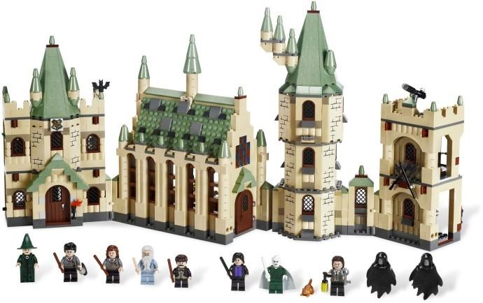 Компания LEGO выпустила самый большой замок Хогвартс из 6020 деталей