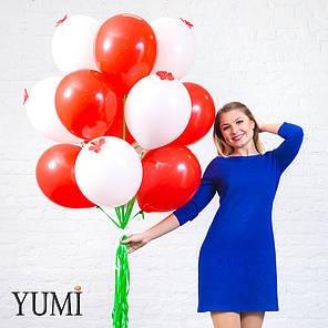 Букет из 15 шаров с гелием на атласных лентах и 6 красных цветов, фото 2