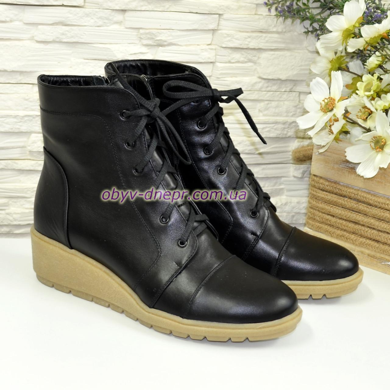 Ботинки женские зимние кожаные  на невысокой танкетке, на шнурках