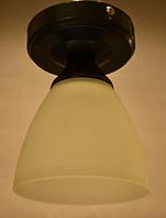 Люстра потолочная на 1 лампочку.