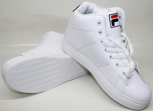 Белые высокие женские кроссовки ярко выглядят, способны подарить комфорт и самовыражение.