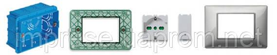 Розетка с крышкой и выключатель (узкий) для установки в стену