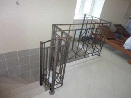 Поручни, перила для лестниц