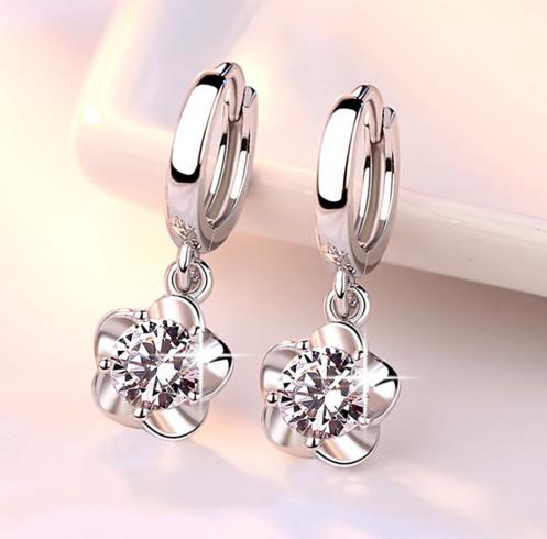 Серебряные серьги Цветок с цирконом