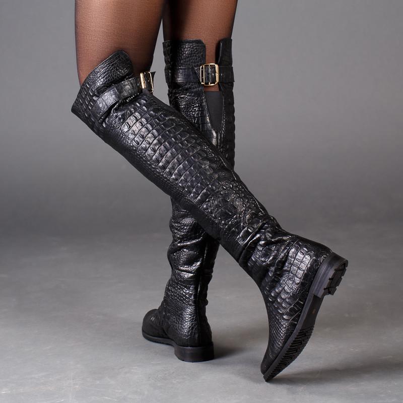 Ботфорты кожаные на плоском каблуке с тиснением под рептилию размер 36-41
