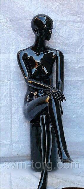 Женский манекен лакированный белый сидячий